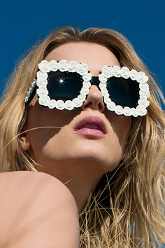 The ultimate summer sunnies from #DolceAndGabbana.