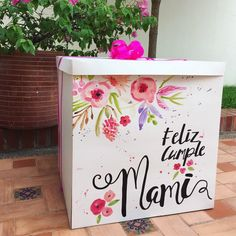 Trabajo Diy Gift Box, Cute Gift Boxes, Cute Gifts, Diy Gifts, Framed Wallpaper, Ideas Para Fiestas, Diy Clay, Creative Gifts, Birthday Decorations