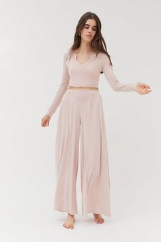 Pantalon large tombant Tilda Out From Under Urban Outfitters, Pantalon Large, Small Waist, Lounge Wear, Wide Leg, Fitness Models, Trousers, Legs, Long Sleeve