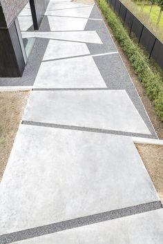 Realisatie van oprit met gepolierde beton. © Bert Breugelmans www.pinterest.com/bertbreugelmans