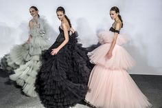 Giambattista Valli showcased his Couture Spring 2016 collection with an explosion of tulle and romance at Paris Haute Couture Fashion Week. Fashion Week, Runway Fashion, Trendy Fashion, Fashion Show, High Fashion, Paris Fashion, Style Fashion, Couture Week, Paris Couture