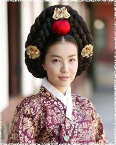 The King's Lady  (Hangul: 왕의 여자; RR: Wang-ui Yeoja) is a 2003 South Korean television series starring Park Sun-young, Jii Seong. It aired on SBS. Gwanghae, the child of a concubine, becomes the crown prince of Joseon. Court lady Kim Gaeshi helped him to asend the  throne. He loved her.  김상궁 박선영
