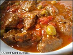 This is a sunny variant of beef bourguignon that is more suitable for colder days. Here the bacon and mushrooms give way to tomatoes and olives. My meat was that received from Nature and regions, a real delight, a … Fish Recipes, Meat Recipes, Batch Cooking, Stew, Stuffed Mushrooms, Curry, Food Porn, Food And Drink, Dishes