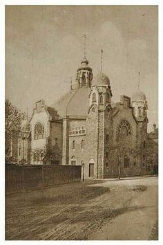1910 körül. Kőbányai zsinagóga. Old Pictures, Old Photos, Beautiful Places In The World, Budapest Hungary, Vintage Photography, Historical Photos, Castles, Taj Mahal, Russia