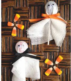 These Tootsie ghost pops would be so fun to make for Halloween treat bags!