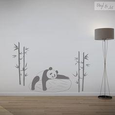 Vinilo Adhesivo Decorativo Animales - Oso Panda. El Oso Panda es un insaciable devorador de bambú. Un ejemplar medio se pasa la mitad del día comiendo, literalmente, 12 de cada 24 horas, y hace sus necesidades docenas de veces al día. Hacen falta 12,5 kilos de bambú para cubrir las necesidades alimenticias diarias de un panda.  #vinilos #adhesivos #decorativos #arte #inspiracion #diseño #animales #osopanda www.vinylandart.com