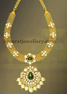 Jewellery Designs: Fabulous Pathakam Necklace