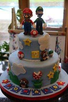 Super Mario bros cakes oh delicious did peach make that? Bolo Do Mario, Bolo Super Mario, Mario Bros., Super Mario Bros, Super Mario Cupcakes, Mario Birthday Cake, Super Mario Birthday, Super Mario Party, Mario Bros Y Luigi