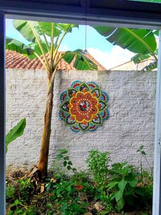 Garden wall with Mosaic garden Mosaic Garden Art, Mosaic Wall Art, Mirror Mosaic, Mosaic Glass, Mosaic Tiles, Fused Glass, Stained Glass, Mosaic Crafts, Mosaic Projects