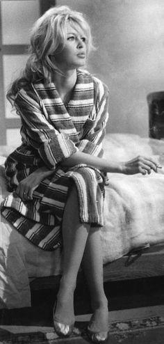 Brígítte Bardot on a break whilst filming Hénrí-Géorges Clouzót's film 'La Véríté' at Lés Studíos dé Joínvílle, in May 1960