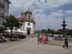Fonte no centro da cidade de Barcelos, distrito de Braga, Portugal.   Fotografia: Tour and Tales.