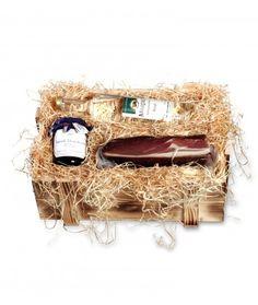 Schwarzwälder #Geschenkkiste #Feldberg.  Rustikale Geschenkkiste mit #Schwarzwald-Produkten, gebettet auf naturbelassener Holzwolle.