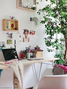Montar a decoração de um apartamento alugado não precisa ser complicado. Veja inspirações para o quarto e o escritório.