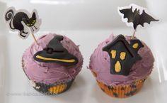 Happy Halloween. Heute gibt es bei mir diese zauberhaften Muffins. Das Rezept gibt's hier: www.backzauberin.de/saisonales/halloween/zauberhafte-muffins/  #halloween #blackcat #bat #witch #hexe #schwarzeKatze #fledermaus