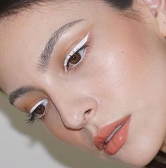 Try new colors and with this white eyeliner and my missing brush . - Try new colors and with this white eyeliner and my missing brush - Eyeliner Make-up, Color Eyeliner, Eyeliner Ideas, Eyeliner Tutorial, Eyeliner Styles, Korean Eyeliner, Brown Eyeliner, Makeup Inspo, Makeup Art