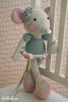 Mesmerizing Crochet an Amigurumi Rabbit Ideas. Lovely Crochet an Amigurumi Rabbit Ideas. Crochet Mouse, Crochet Amigurumi, Love Crochet, Amigurumi Doll, Crochet Dolls, Crochet Baby, Knit Crochet, Crocheted Toys, Crochet Toys Patterns