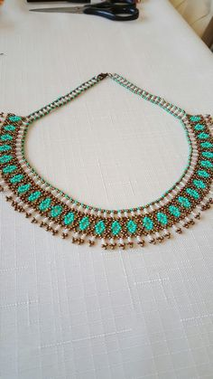 Best 12 This post was discovered by Оль – Page 682154674792259201 – SkillOfKing. Beaded Necklace Patterns, Necklace Designs, Beaded Bags, Beaded Bracelets, Antic Jewellery, Swarovski Crystal Necklace, Beaded Collar, Handmade Beaded Jewelry, Scarf Jewelry