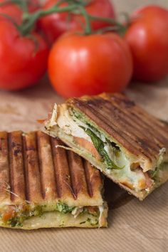 Recipe for Panini with Chicken, Pesto and Mozzarella Love Food, A Food, Food And Drink, Sandwiches, Snack Recipes, Cooking Recipes, Healthy Recipes, Tefal Snack Collection, Mozzarella