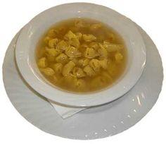 Parte1 - cappelletti in brodo -   500 gr de capeleti de carne Sadia  1 unidade(s) de peito de frango com osso Sadia  1 unidade(s) de cebola média(s)  1 dente(s) de alho  1 tablete(s) de caldo de frango  1 1/2 litro(s) de água  quanto baste de sal  quanto baste de queijo ralado - Coloque em uma panela de pressão o peito de frango, a cebola inteira, o dente de alho inteiro, o tablete de caldo de galinha e a água. Tampe e quando começar a apitar abaixe o fogo e deixe por mais 20 minutos.