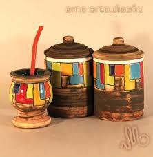 Resultado de imagen para ceramica artesanal en pasta roja Ceramic Jars, Ceramic Clay, Pasta Piedra, Yerba Mate, Painted Pots, Pottery, Ceramics, Mugs, Home Decor