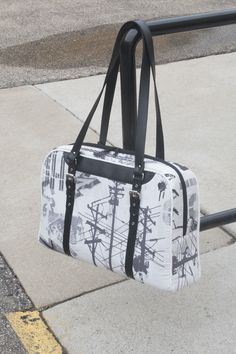 Reisende Bag sewing pattern - This bag is available in 3 different sizes, from purse-sized all the way through a large bag perfect for your luggage!