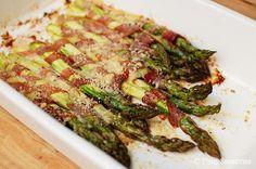 Szparagi zapiekane z szynką parmeńską i parmezanem Recipes, Diet, Rezepte, Recipe, Cooking Recipes