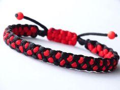 DIY Macrame Style Bracelet – Solomon's Dragon/Square Cobra Sliding Knot -CBYS – Diy Bracelets İdeas. Diy Bracelets Easy, Braided Bracelets, Paracord Bracelets, Macrame Bracelet Diy, Bracelet Crafts, Paracord Tutorial, Bracelet Tutorial, Hobbies For Men, Sliding Knot