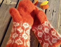 Ravelry: Kristina felted mittens pattern by Maria Sjöstedt, Knitted Mittens Pattern, Knit Mittens, Knitting Patterns Free, Free Pattern, Crochet Patterns, Wrist Warmers, Drops Design, Belle Epoque, Wool Felt