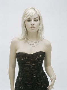high-quality content of famous actresses, singers, models, athletes and other beautiful celebs. Canadian Actresses, Hot Actresses, Beautiful Actresses, Calgary, Elisha Cuthbert Wallpaper, Most Beautiful Women, Beautiful People, Girl Next Door, Girl Crushes