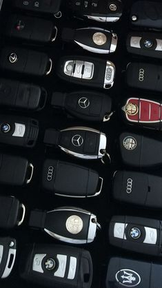 expensive cars Are You In a Search For The Most Astonishing Car Keys? We Have Brought Toghether All The Lovely Car Keys You Will Love And Wish To Own. Carros Lamborghini, Lamborghini Cars, Lamborghini Gallardo, Lila Outfits, Car Brands Logos, Vw Mk1, Top Luxury Cars, Luxury Car Logos, Luxury Suv