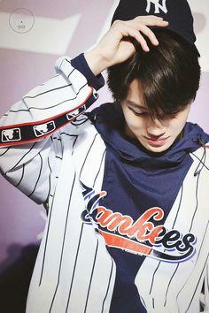 Jongin doesn't have to try. Chen, Chanyeol Baekhyun, Exo Kai, Rapper, Kim Jong Dae, Dancing King, Dancing Baby, Kim Minseok, Kpop Exo