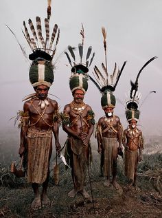 Kalam, Indonesia and Papua New Guinea - Portraits Of The World's Remotest Tribes Before They Pass Away by Jimmy Nelson Tribes Of The World, We Are The World, People Of The World, Arte Tribal, Tribal Art, Population Du Monde, Arte Plumaria, Papua Nova Guiné, Costume Ethnique
