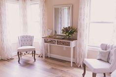 All natural lighting floods this relaxing space, open to all Sierra Vista brides to get ready for their special day.