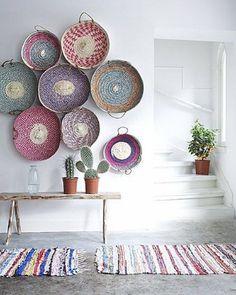 < Inspiration - Murs de paniers multicolores - Espagne.⠀