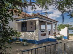 https://flic.kr/p/HEuBW8 | Casas do Brasil | Uma charmosíssima casa em Paquetá, bairro-ilha do Rio.  Ilha de Paquetá, Rio de Janeiro, Brasil. Tenha um ótimo dia! :-)  ____________________________________________  Houses of Brazil  Charming old house at Paquetá.  Paquetá Island neighborhood, Rio de Janeiro, Brazil. Have a great day! :-)  ____________________________________________  Buy my photos at / Compre minhas fotos na Getty Images  To direct contact me / Para me contactar diretamente…