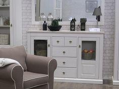 LIMA 47 KREDENS RETRO - stylowy i niepowtarzaly kredens, z 2 drzwiczkami przeszklonymi i 5 szufladami, idealny do jadalni lub salonu.  Kolekcja LIMA to ponadczasowa forma stylizowana na klasyczny design. Stylizowane cokoły i stopki mebla przypominają styl angielski,  jasne kolory frontów pięknie współgrają z górnym blatem w kolorze taupe. Piękne fronty z MDF posiadają ciekawą stylistykę. Akcesoria użyte w kolekcji są najwyższej jakości.