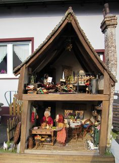 Crooked house inside, all the are dolls are done by Silke Janas Schloesser