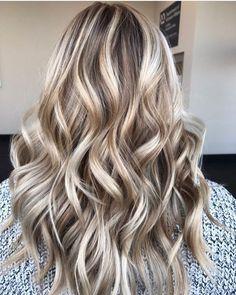 45 hair color inspirations for this winter - Blonde haare - Haarfarben Hair Lights, Blonde Hair Looks, Brown Blonde Hair, Winter Blonde Hair, Blonde Honey, Icy Blonde, Hair Color Highlights, Blonde Color, Blonde Highlights Long Hair