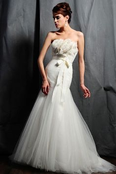 Fashionable scalloped-edge empire waist net wedding dress