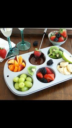 Inspired Edibles: DIY Chocolate Fondue for Two ---dark chocolate with fruit, healthier dessert for date night Fondue Recipes, Cooking Recipes, Cooking Tips, Fondue Ideas, Fondue Party, Romantic Dinners, Romantic Ideas, Romantic Dinner For Two, Romantic Picnics