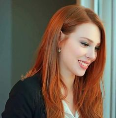 Elçin Sangu on Inséré Beautiful Red Hair, Gorgeous Redhead, Prettiest Actresses, Hottest Redheads, Turkish Beauty, Redhead Girl, Strawberry Blonde, Ginger Hair, Messy Hairstyles