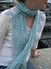 Lovely lace scarf knitting pattern from Tanis Gray