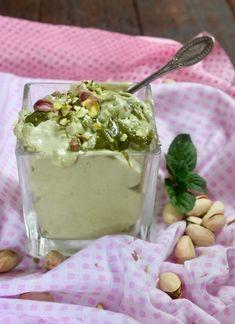 crema paradiso al pistacchio - creando si impara Mousse, Mini Desserts, Dessert Recipes, Nutella, Pistachio Gelato, Dessert Restaurants, Ricotta, Cupcakes, Mini Foods
