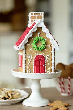 7 Fun Ways to Use Cake Stands This Christmas christmas cake stand with gingerbread house Gingerbread House Parties, Christmas Gingerbread House, Christmas Sweets, Christmas Kitchen, Christmas Cooking, Noel Christmas, Christmas Goodies, Gingerbread Cookies, Christmas Decorations