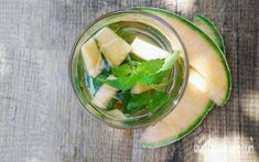 Make iced tea yourself: 6 delicious thirst quencher for hot days - Eistee - Essen Making Iced Tea, Hot Days, Summer Drinks, Cantaloupe, Watermelon, Food And Drink, Fruit, Cocktails, Green Teas
