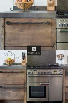Oud hout geeft een keuken een prachtige robuuste uitstraling!#restylexl #eiken #keukens #keuken #oudhout #hout #houten