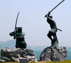 Monument depicting the battle between Musashi and Kojiro in I'd love to see this monument. Political Pictures, Samurai Artwork, Miyamoto Musashi, Final Fantasy Characters, Japan Today, Japanese Warrior, Kendo, Aikido, Japanese Culture