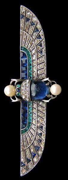Knoll & Pregizer, Egyptian scarab with motif brooch - Sapphire, emerald, pearl set in white gold, Art Deco Egyptian Revival Bijoux Art Nouveau, Art Nouveau Jewelry, Jewelry Art, Antique Jewelry, Vintage Jewelry, Fine Jewelry, Jewelry Design, Jewlery, Hippie Jewelry