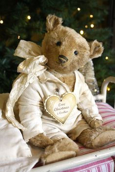 Hug Me Again Collectibles - Hug Me Again collectible Teddy bear in pajama, Traditional style and well aged looks.