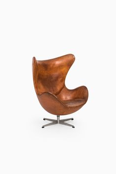 Arne Jacobsen egg easy chair by Fritz Hansen at Studio Schalling